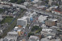 The area in Tama Ward, Kawasaki, Kanagawa Prefecture, where a number of people were stabbed in an attack on the morning of May 28, 2019, is seen from a Mainichi Shimbun helicopter. (Mainichi)