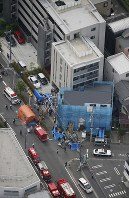 Emergency workers tend to the injured near the scene of a stabbing attack in Tama Ward, Kawasaki, Kanagawa Prefecture, on May 28, 2019, in this photo taken from a Mainichi Shimbun helicopter. (Mainichi)