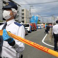 騒然とする多数の子どもと大人が刺された現場近く=川崎市多摩区で2019年5月28日午前9時19分、梅村直承撮影