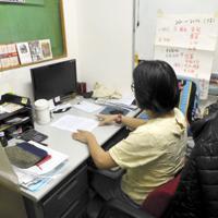 中国の労働者を支援する香港の団体「労働力」の事務所。「活動に支障が出る恐れがある」との理由で、職員の撮影は後ろ姿を条件とされた