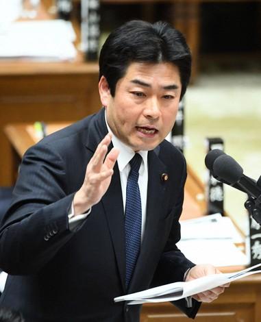 山井氏が離党届 国民民主、止ま...