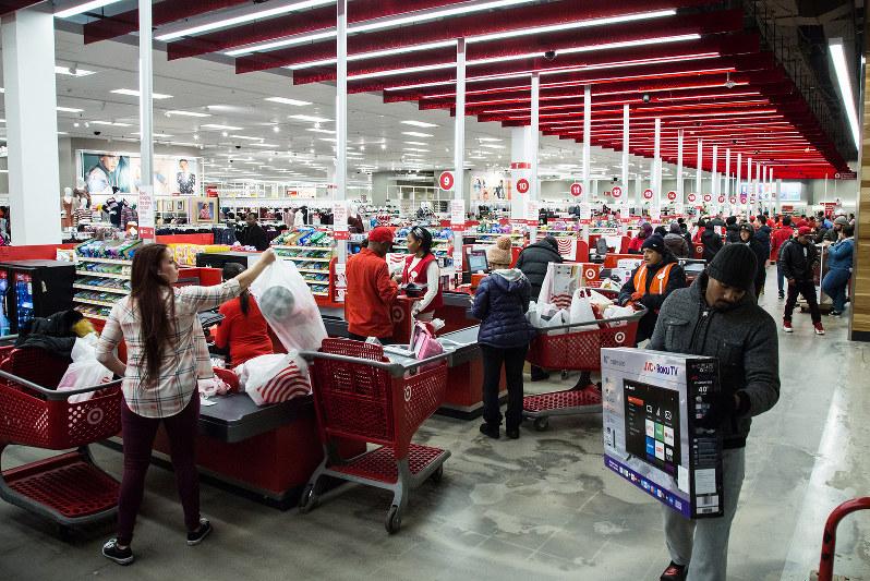 米経済の強さは旺盛な個人消費に支えられている(Bloomberg)