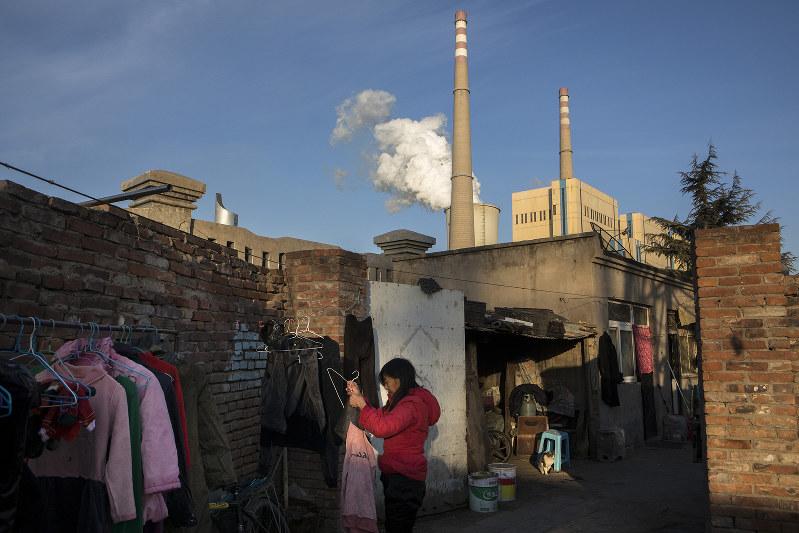 環境に配慮した工場運営を迫られる(Bloomberg)