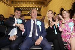 ナイジェル・ファラージ・ブレグジット党代表(左から2人目)(Bloomberg)