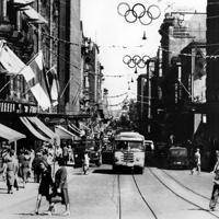 開会を前にオリンピック一色に塗られたヘルシンキ・アレキサンドリア街=フィンランド・ヘルシンキで1952年(昭和27年)7月17日