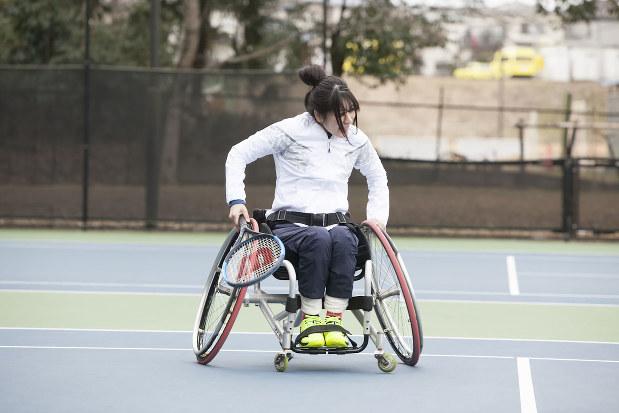 車椅子テニスにもチャレンジした(アリスプロジェクト提供)