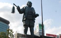 JR静岡駅前の家康像=2013年4月19日、山本佳孝撮影