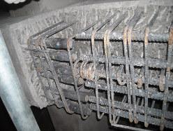 コンクリート躯体内部の鉄筋がつながっていない。これは10年を経過していても売り主の責任を問うことが可能だ(筆者提供)
