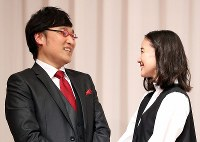Comedian Ryota Yamasato and actress Yu Aoi gaze at each other during a press conference held to announce their marriage, in Shinjuku Ward, Tokyo on June 5, 2019. (Mainichi/Masahiro Ogawa)