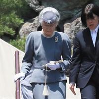 退位を報告するため、大正天皇陵を参拝された上皇后さま=東京都八王子市で2019年6月6日午後0時4分、玉城達郎撮影