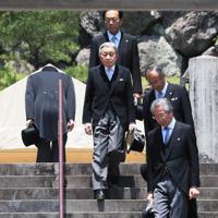 退位を報告するため、大正天皇陵を参拝された上皇さま=東京都八王子市で2019年6月6日午前11時50分、玉城達郎撮影