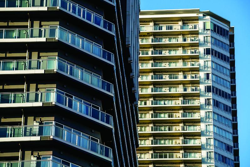 中古マンションの価格は高止まりしている(Bloomberg)