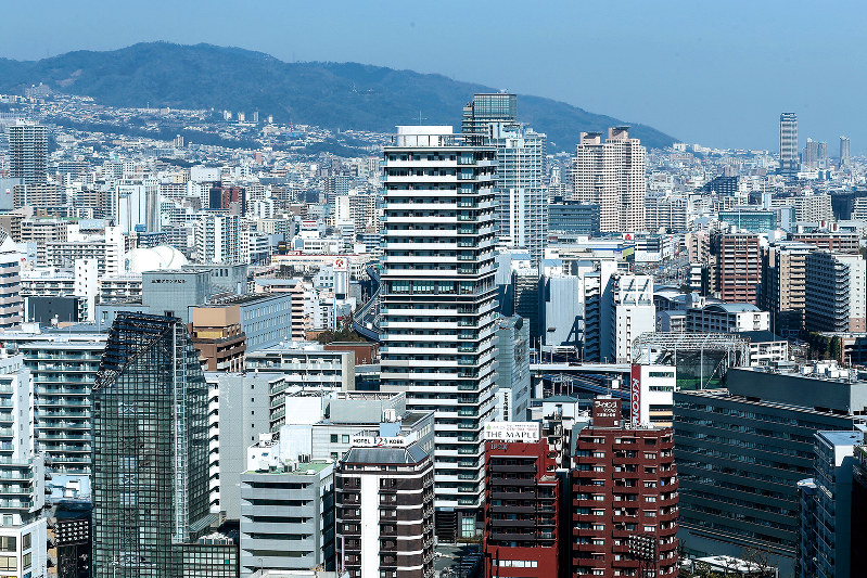 神戸市で林立するタワーマンション。「認証制度」などの導入が検討されている(Bloomberg)