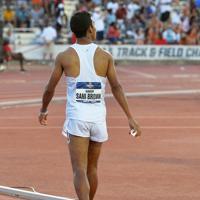 陸上の全米大学選手権男子100メートル決勝で、9秒97の日本新記録をマークし、掲示板でタイムを確認するサニブラウン・ハキーム=米テキサス州オースティンで2019年6月7日、隅俊之撮影