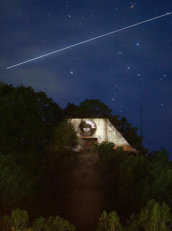 幻の「UFO基地」 廃虚の夜空に浮かぶ、あの光は… 北海道・平取 | 毎日新聞