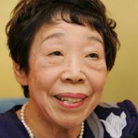 小説家・田辺聖子さん=兵庫県伊丹市で2008年10月25日、小関勉撮影
