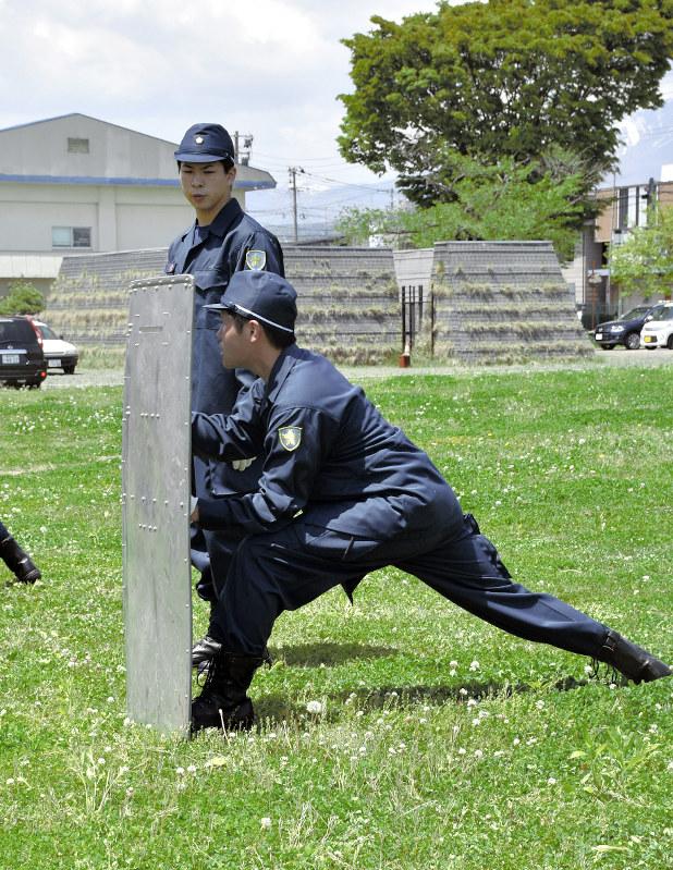 警察 学校 厳しい
