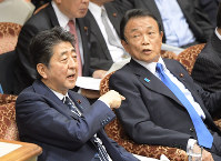 Prime Minister Shinzo Abe, left, and Deputy Prime Minister Taro Aso are seen at a House of Councillors Audit Committee session on June 10, 2019. (Mainichi/Masahiro Kawata)