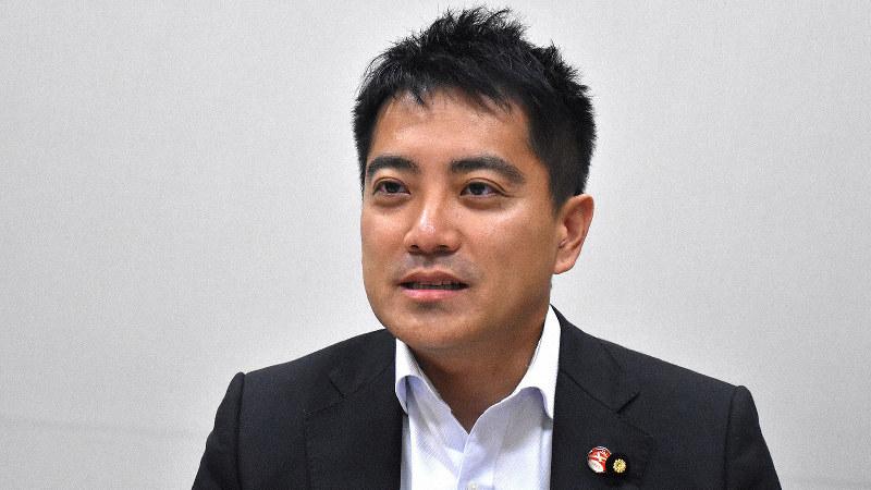 辰巳孝太郎氏=須藤孝撮影