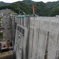 本体工事がほぼ完了した八ッ場ダム=群馬県長野原町で2019年6月12日午前9時57分、藤井太郎撮影