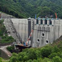 本体工事がほぼ完了した八ッ場ダム=群馬県長野原町で2019年6月12日午前9時40分、藤井太郎撮影