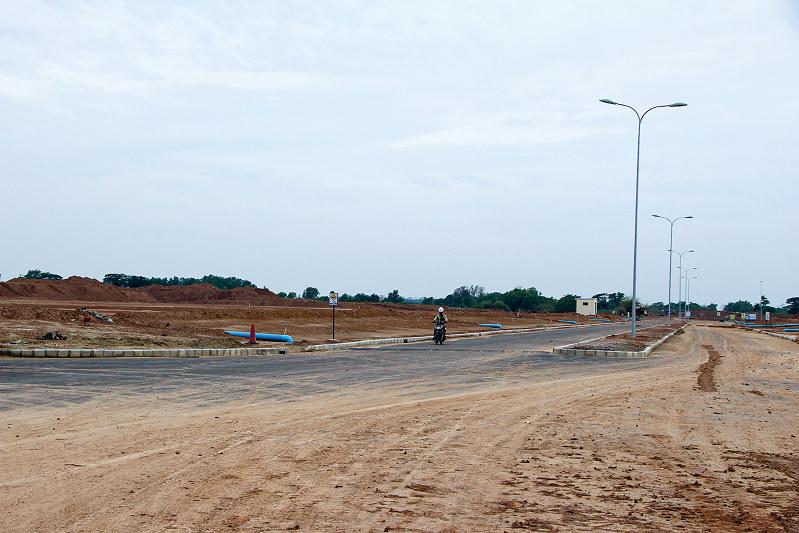 拡張が続くティラワ経済特区(ヤンゴン近郊で筆者撮影)