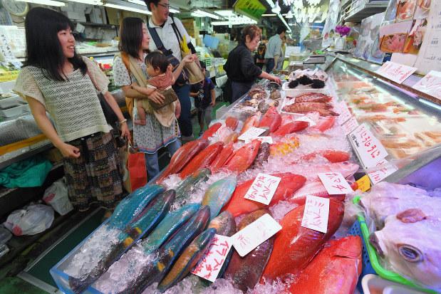 沖縄「第一牧志公設市場」建て替えへ 16日閉場、22年4月の新市場 ...