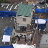 警察官が刺され、拳銃が奪われた大阪府警千里山交番=大阪府吹田市で2019年6月16日午前8時29分、本社ヘリから大西達也撮影