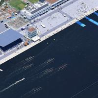 完成式典が開かれた「海の森水上競技場」=東京湾岸で2019年6月16日午前11時49分、本社ヘリから丸山博撮影
