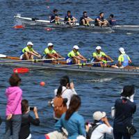 海の森水上競技場の完成を記念して開かれたレガッタに参加した人たち=東京湾岸で2019年6月16日午後2時4分、北山夏帆撮影
