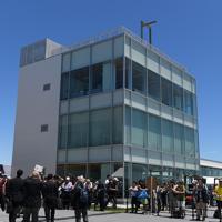 海の森水上競技場の施設の一つで、食堂やトレーニングルームなどを備えた「フィニッシュタワー」=東京湾岸で2019年6月16日午前10時59分、北山夏帆撮影