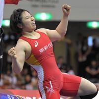 女子68キロ級、優勝を決め喜ぶ土性沙羅=東京・駒沢体育館で2019年6月16日、徳野仁子撮影