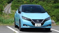 日本を代表する電気自動車、日産リーフの実力を東名と箱根で試す=神奈川県箱根町で5月30日、川口雅浩撮影