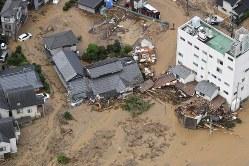 西日本豪雨で濁流に襲われた市街地=広島市安佐北区で2018年7月7日、本社ヘリから上入来尚撮影