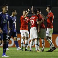 サッカー南米選手権【日本-チリ】4-0で日本に完勝、喜ぶチリの選手たち=ブラジル・サンパウロで2019年6月17日、AP