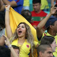 応援するコロンビアのサポーター=ロイター
