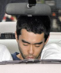 Yujiro Iimori is seen being transported in a police car in the city of Suita, Osaka Prefecture, on June 18, 2019. (Mainichi/Kenji Ikai)