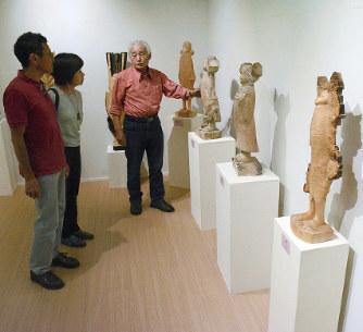 ギャラリー藤:彫刻家・藤巻さん、自宅隣に開設 十日町 /新潟 - 毎日新聞