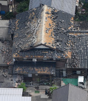 A house is seen with its roof tiles damaged due to a powerful quake, in this photo taken from a Mainichi Shimbun aircraft in Tsuruoka, Yamagata Prefecture, on the morning of June 19, 2019. (Mainichi/Koichiro Tezuka)
