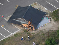A sumo facility at Oizumi Elementary School is seen collapsed due to a powerful earthquake, in Tsuruoka, Yamagata Prefecture, on the morning of June 19, 2019. (Mainichi/Koichiro Tezuka)