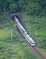 A train is seen stranded on the Uetsu Main Line following a powerful jolt that hit northern Japan, in Murakami, Niigata Prefecture, on the morning of June 19, 2019. (Mainichi/Koichiro Tezuka)