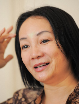 Writer Shimako Iwai is pictured in May 2012. (Mainichi/Koichiro Tezuka)