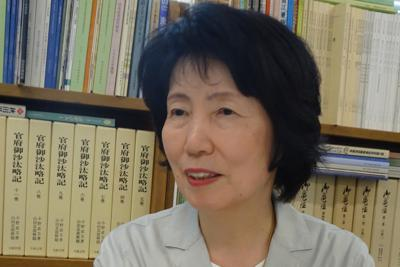 「江戸時代、親の介護は家長の責務でした」と語る菊池慶子・東北学院大教授