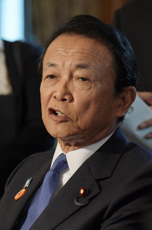 Deputy Prime Minister and Minister for Financial Services Taro Aso speaks at a news conference on June 18, 2019. (Mainichi/Masahiro Kawata)