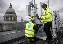 英国も5Gネットワークの構築を急ぐが・・・・・・ (Bloomberg)