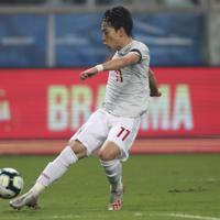 サッカー南米選手権【日本-ウルグアイ】前半、日本の三好が先制ゴールを決める=ブラジル・ポルトアレグレで2019年6月20日、AP