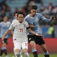 サッカー南米選手権【日本-ウルグアイ】後半、ボールをキープして攻め上がる日本の三好=ブラジル・ポルトアレグレで2019年6月20日、AP