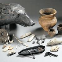 国重要文化財に指定された出土品の一部=北海道羅臼町で(羅臼町郷土資料館提供)