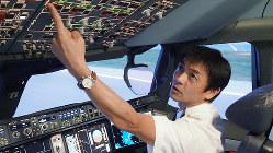 JALの濱和孝機長(エアバスA350のシミュレーター内で)=米田堅持撮影