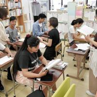 高校進学を目指す外国籍の若者が勉強する学習支援教室「多文化ルームKIBOU」=愛知県西尾市で